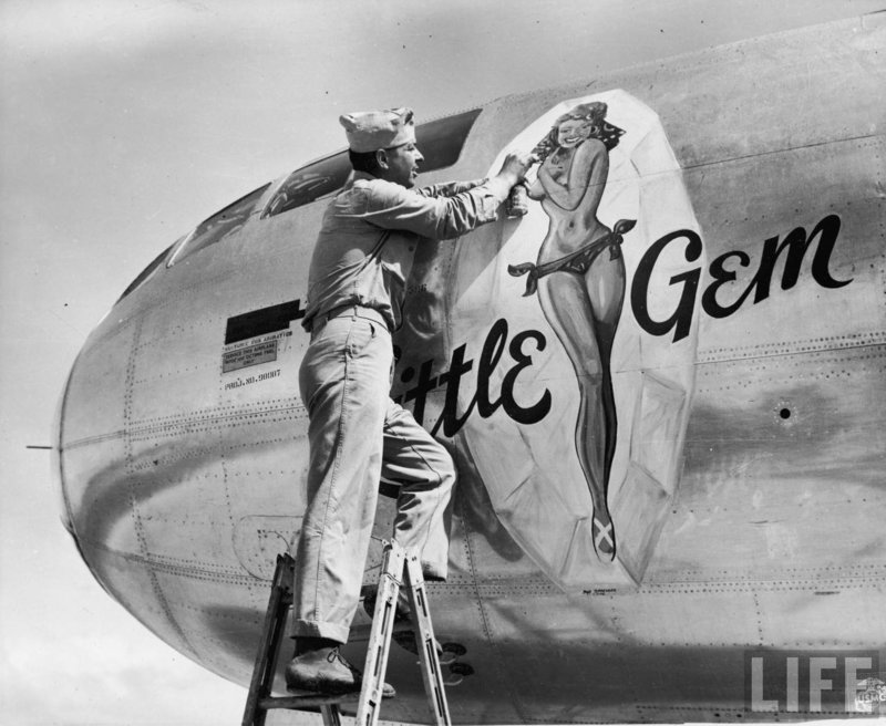 Fighting-aircraft-nose-art-pinup.jpg